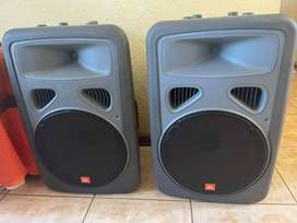 JBL EON G15 active speakers for sale. Good condition