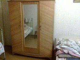 Шкаф трёхстворчатый с зеркалом, сталинский. Полностью дерево, не ДСП.