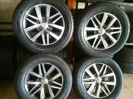 Price reduced! Toyota Hilux/Fortuner 18'' mags and tyres