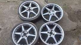 To swop. 17 inch rim's still in mint condition with 2 tyres