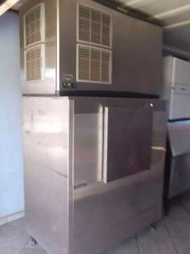 2 Ice machines, water purifying machine and cold room