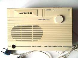 Радиоприемник трехпрограммный Альтаир ПТ-202 радио СССР винтаж