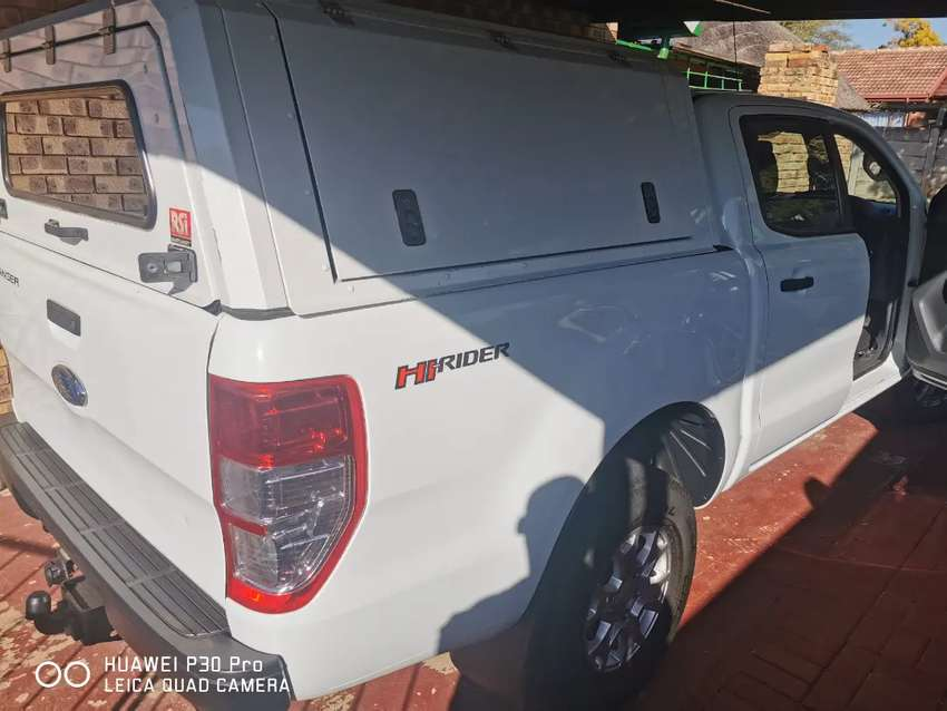 Nice beautiful bakkies still in good condition, witj a steel canopy. 0