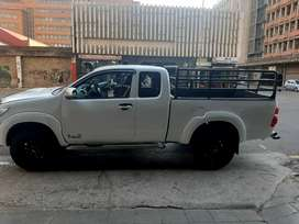 Toyota  Hilux  extended  cap