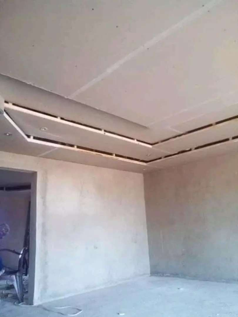 I'm looking for a carpenting job,im dealing with ceiling & floor tiles 0