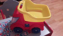 Большая детская игрушечная машинка