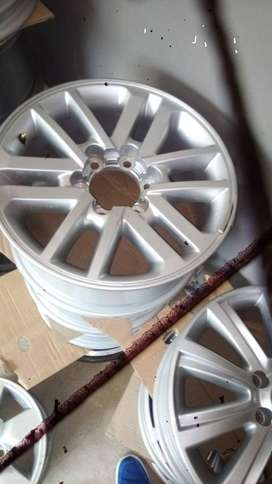 """17"""" Toyota Hilux/Fortuner original mag to use for spare R1299."""