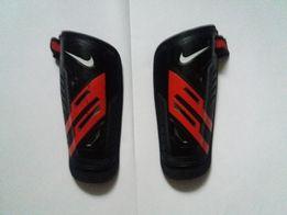 Ochraniacze Nike Guard Lock rozmiar L
