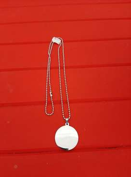 Round disc Pendant with chain