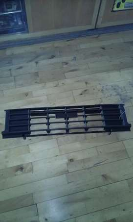 Toyota Hilux RN55 Hips Early Grille