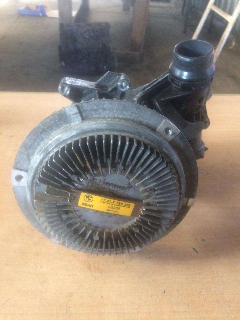 BMW X5 E53 3.0 D water pump for sale 0