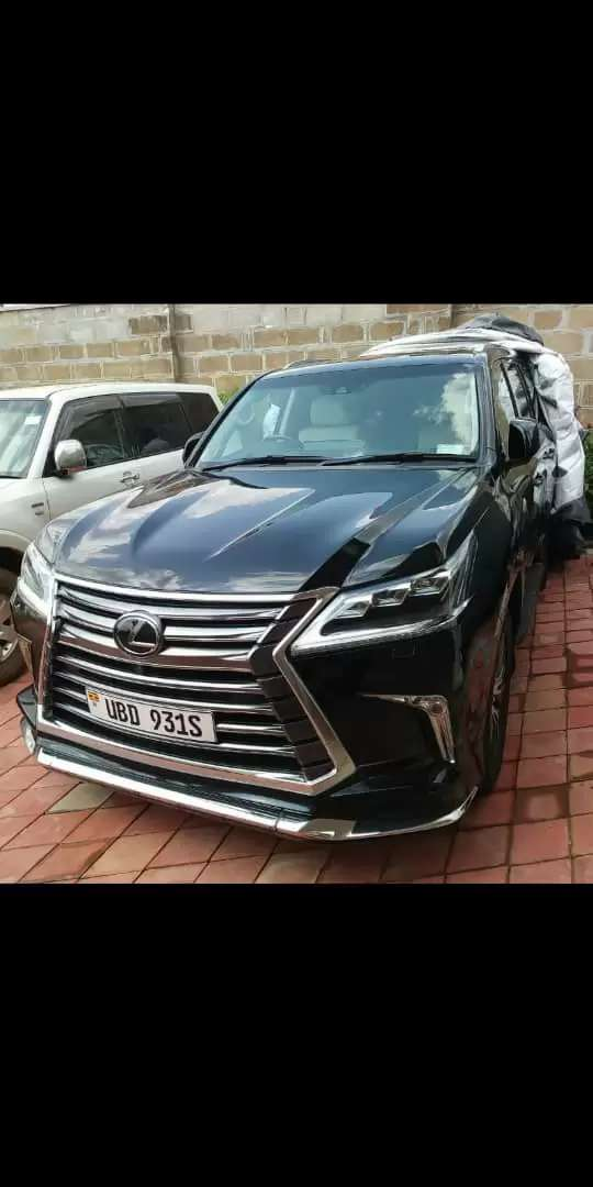 Lexus V8 still new and in perfect condition 0
