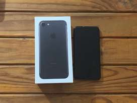 Selling Iphone 7 matt black with cover