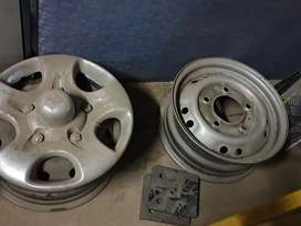 Mahindra rims with wheelcaps for sale
