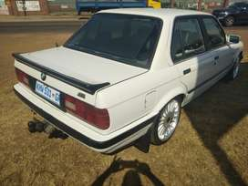 BMW,323i ,Neat and clean,papers up to date
