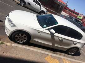 White BMW 1 series 120 i, very good condition