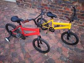 2 x Kids Bicycles with training wheels - R400. 00 each