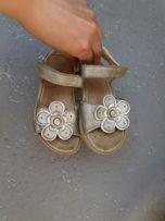Кожаные босоножки для девочки