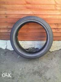 "Image of 17"" 90 percent thread lowprofile tire"