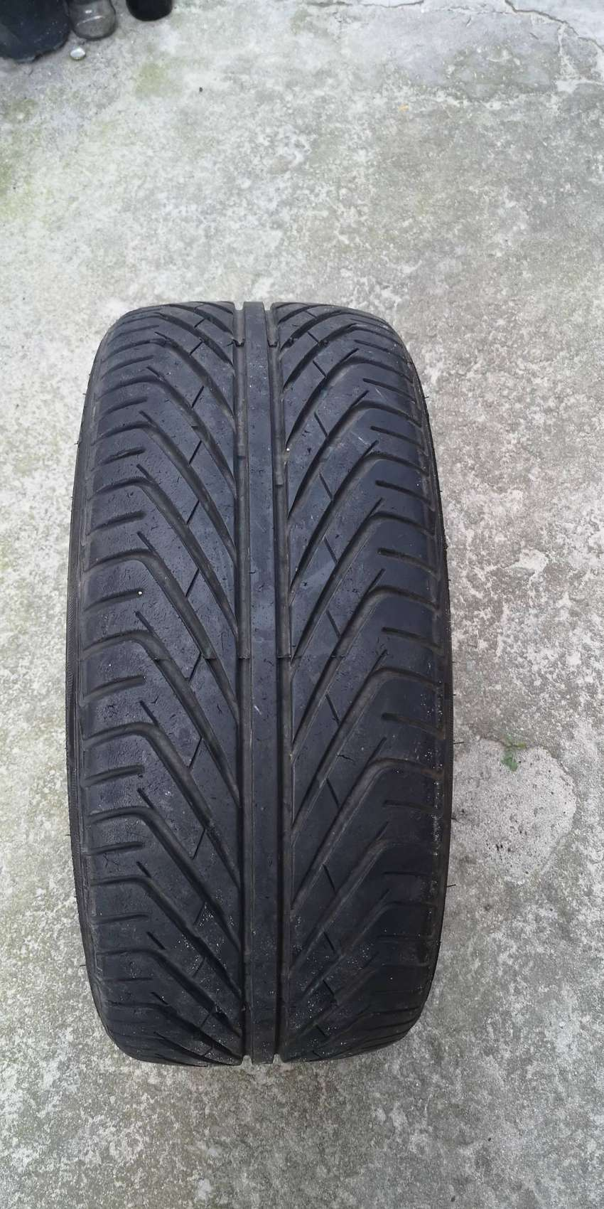 18 inch tyre 215/35ZR18 for sale or swop for 215/45R17 0