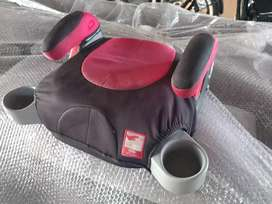 Booster seat with retractable cup holders