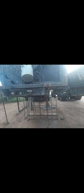 Am selling a Top trailer 34 ton side tipper 2013 model