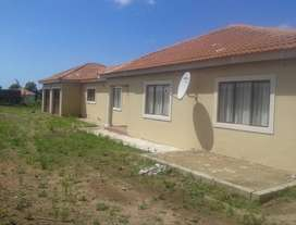3 Bed, 2 Bath House with Double Garage (R500 000 NEG)