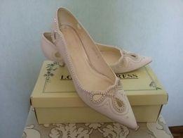 Свадебные туфли на невысоком каблуке