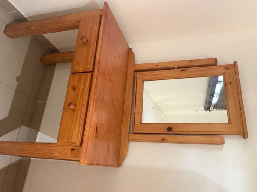 Oregon Pine stained dressing table 0