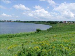 Достойный внимания участок на берегу, с красивым панорамным видом !