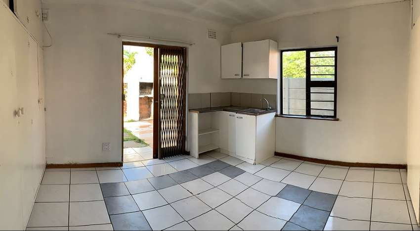 Granny Flat to rent R4500 Includes water and electricity