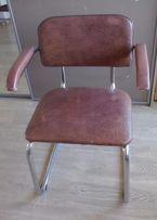 2 krzesła na profilu aluminiowym