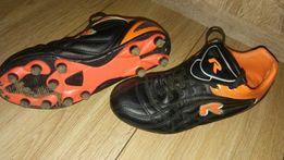 Buty do gry w piłkę, korki, rozmiar 34