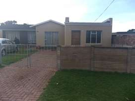 2 Bedroom granny flat in a nice quite area of Westering.