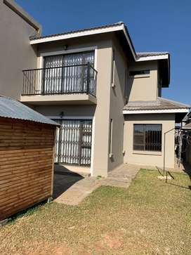 3 Bedroom 3 Bathroom Townhouse to rent in Shellyvale/Lilyvale