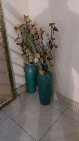 Two flower's pot with flowers
