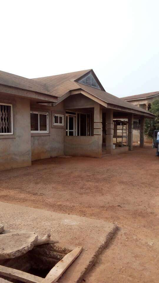 Uncompleted 4 bedroom house for sale at Spintex 0