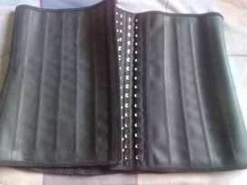 Selling a waist trainer for R400 its a XL