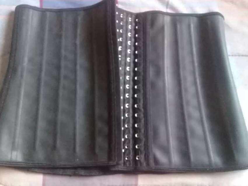 Selling a waist trainer for R400 its a XL 0
