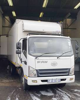 Refrigerated Truck with Meat Rails