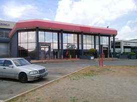 Commercial space in shopping centre to let
