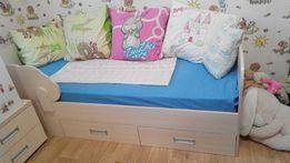 Кровать- кроватка детская, с ортопедическим матрасом тумба. тумбочка