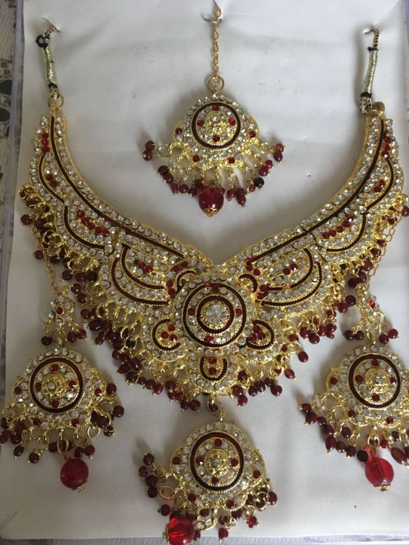 Indian jewelry. Set of earings, bindi and necklace. 2500 for each set 0