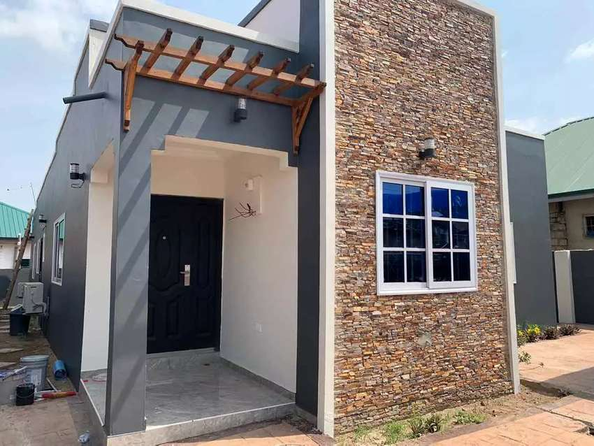 NEWLY BUILT 3 BEDROOMS EXECUTIVE HOUSE AT LAKE SIDE ESTATE 0