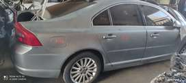 Stripping Volvo S80 car spare parts