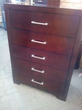 Solid wood chest of 5 drawer