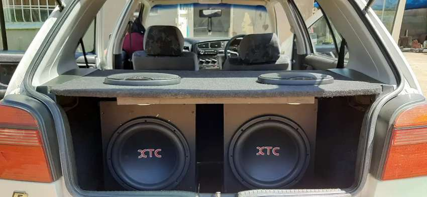 Hi there im selling a car sound system 0