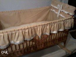 Piękna wiklinowa kołyska/łóżeczko dziecinne obszywane.