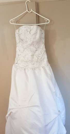 Beautiful second hand white wedding dress for sale.