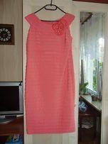 Sukienka w kolorze koralowym